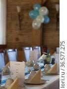 Einladend gedeckter Tisch in einem Speisesaal. Стоковое фото, фотограф Zoonar.com/Hans Eder / easy Fotostock / Фотобанк Лори