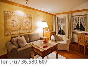 Hotelsuite im alpenlŠndischen Stil. Стоковое фото, фотограф Zoonar.com/GUENTER LENZ / age Fotostock / Фотобанк Лори