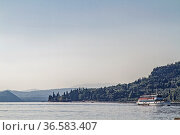 Rund zehn Kilometer gut befestigte Uferpromenade führen von Lazise... Стоковое фото, фотограф Zoonar.com/Eder Christa / age Fotostock / Фотобанк Лори