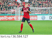 Christian Günter (Freiburg), DFB-Pokal 15/16 2 HR: SC Freiburg vs... Стоковое фото, фотограф Zoonar.com/Joachim Hahne / age Fotostock / Фотобанк Лори