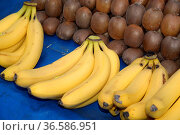 Banane, bananen, bauernmarkt, wochenmarkt, obst, frucht, früchte,... Стоковое фото, фотограф Zoonar.com/Volker Rauch / easy Fotostock / Фотобанк Лори