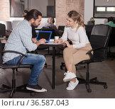 Male and female entrepreneurs discussing project. Стоковое фото, фотограф Яков Филимонов / Фотобанк Лори