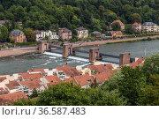 Гейдельберг, Германия. Плотина и мост через реку (2017 год). Стоковое фото, фотограф Rokhin Valery / Фотобанк Лори