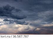 Dark overcast sky texture, natural background. Стоковое фото, фотограф EugeneSergeev / Фотобанк Лори