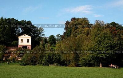Der Park an der Ilm in Weimar mit dem Römischen Haus