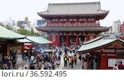 Video of the territory of the oldest Buddhist temple Sensoji always full of people. The view from the main hall. Asakusa. Tokyo. Japan. Редакционное видео, видеограф Serg Zastavkin / Фотобанк Лори