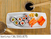 Various of nigiri and hosomaki sushi traditionally served with wasabi and soy sauce. Стоковое фото, фотограф Яков Филимонов / Фотобанк Лори
