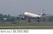 Passenger plane of Aeroflot landing. Редакционное видео, видеограф Игорь Жоров / Фотобанк Лори