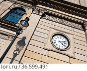 Nostalgische Uhr an der Aussenfassade der Hamburger Börse. Стоковое фото, фотограф Zoonar.com/Karl Heinz Spremberg / easy Fotostock / Фотобанк Лори