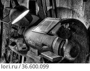 Schleifmaschine in einer alten Fabrik. Стоковое фото, фотограф Zoonar.com/Karl Heinz Spremberg / easy Fotostock / Фотобанк Лори