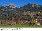 Bayrischzell - idyllisches oberbayrisches Dorf zu Füssen des Wendelsteins. Стоковое фото, фотограф Zoonar.com/Eder Christa / age Fotostock / Фотобанк Лори