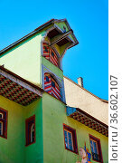 Sehr altes Fachwerkhaus mit Aufzugsgaube in Rottweil. Стоковое фото, фотограф Zoonar.com/Thomas Klee / easy Fotostock / Фотобанк Лори
