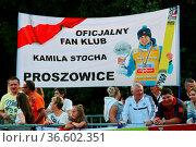 Polnische Fans drücken Kamil Stoch die Daumen - Herren Einzelwettbewerb... Стоковое фото, фотограф Zoonar.com/Joachim Hahne / age Fotostock / Фотобанк Лори