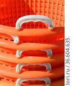 Körbe,korb, orange, bunt, tragkorb, tragkörbe, henkel, henkelkorb. Стоковое фото, фотограф Zoonar.com/Volker Rauch / easy Fotostock / Фотобанк Лори