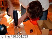 Akkuschrauber, schrauben, handwerk, mann, heimwerken,heimwerker, bau... Стоковое фото, фотограф Zoonar.com/Volker Rauch / easy Fotostock / Фотобанк Лори