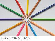 Buntstift, buntstifte, bunt, stift, stifte, rund, kreis, farbe, farben... Стоковое фото, фотограф Zoonar.com/Volker Rauch / easy Fotostock / Фотобанк Лори