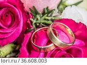 Unverzichtbares Utensil für jedes Brautpaar - der Brautstrauss und... Стоковое фото, фотограф Zoonar.com/Hans Eder / age Fotostock / Фотобанк Лори