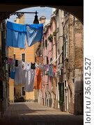 Hinterhof mit WŠsche, Soportales, Riva dei sette Martiri, Venedig... Стоковое фото, фотограф Zoonar.com/GUENTER LENZ / age Fotostock / Фотобанк Лори