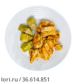 Grilled chicken breast with artichokes, healthy dinner. Стоковое фото, фотограф Яков Филимонов / Фотобанк Лори