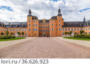 Шветцинген, Германия. Замок (Schloss Schwetzingen) - бывшая летняя резиденция пфальцских курфюрстов (2017 год). Редакционное фото, фотограф Rokhin Valery / Фотобанк Лори