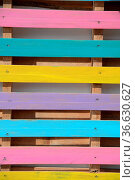 Bunter Bretterzaun, zaun, brett, bretter, bunt, farbe, farbig, rosa... Стоковое фото, фотограф Zoonar.com/Volker Rauch / easy Fotostock / Фотобанк Лори
