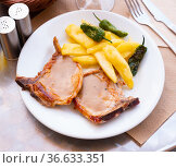 Grilled pork with potato, pepper and sauce. Стоковое фото, фотограф Яков Филимонов / Фотобанк Лори
