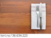 Alter Loeffel auf Leinentuch - Old spoon on cloth. Стоковое фото, фотограф Zoonar.com/lantapix / easy Fotostock / Фотобанк Лори