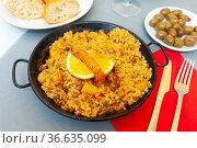 Seafood paella with lemon in pan. Стоковое фото, фотограф Яков Филимонов / Фотобанк Лори