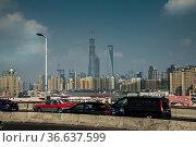Verkehr auf der Yang-Pu Brücke hinten Skyline Pudong, Shanghai, China... Стоковое фото, фотограф Zoonar.com/Guenter Lenz / age Fotostock / Фотобанк Лори