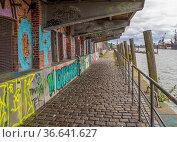 Scenery around the Port of Hamburg in Germany. Стоковое фото, фотограф Zoonar.com/Achim Prill / easy Fotostock / Фотобанк Лори