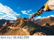 Tibetan prayer flags lead to Tsemo Fort and Namgyal Tsemo Monastery... Стоковое фото, фотограф Zoonar.com/Pius Lee / easy Fotostock / Фотобанк Лори