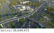 Intersections busy with traffic. Aerial view of Moscow, Russia (2019 год). Редакционное фото, фотограф Данил Руденко / Фотобанк Лори