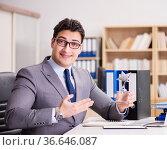 Businessman receiving award in the office. Стоковое фото, фотограф Elnur / Фотобанк Лори
