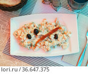 Russian salad of boiled vegetables and canned tuna with black olives. Стоковое фото, фотограф Яков Филимонов / Фотобанк Лори