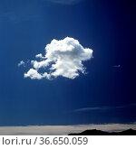 Wolke, Blauer Himmel, Landschaft. Стоковое фото, фотограф Zoonar.com/Manfred Ruckszio / age Fotostock / Фотобанк Лори
