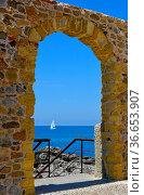 Italien, Italia, Sizilien, bei Domstadt - Cefalu, Segelboot im Meer... Стоковое фото, фотограф Zoonar.com/Bildagentur Geduldig / age Fotostock / Фотобанк Лори
