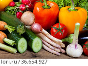 Gesunde Rohkost aus frischen Gemüse. Стоковое фото, фотограф Zoonar.com/Thomas Klee / easy Fotostock / Фотобанк Лори