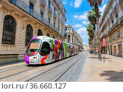 Montpellier, Frankreich - 24. Mai 2015: Alstom Citadis Straßenbahn... Стоковое фото, фотограф Zoonar.com/Markus Mainka / age Fotostock / Фотобанк Лори