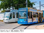 Kassel, Deutschland - 8. August 2020: Straßenbahnen Tram RegioTram... Стоковое фото, фотограф Zoonar.com/Markus Mainka / age Fotostock / Фотобанк Лори