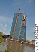 Frankfurt, main,ezb, europäische zentralbank, mainufer, skyline, rohbau... Стоковое фото, фотограф Zoonar.com/Volker Rauch / easy Fotostock / Фотобанк Лори