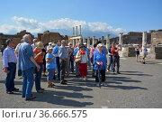 Italien, Italia, Pompeji, Reiseleiter, Reisegruppe, Стоковое фото, фотограф Zoonar.com/Bildagentur Geduldig / easy Fotostock / Фотобанк Лори