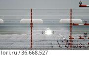 Passenger plane takes off from the runwa. Стоковое видео, видеограф Игорь Жоров / Фотобанк Лори