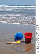 Sandstrand, strand, sand, küste, meer, schaufel, eimer, spielzeug... Стоковое фото, фотограф Zoonar.com/Volker Rauch / easy Fotostock / Фотобанк Лори