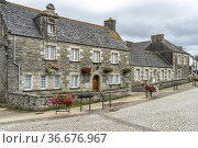 Typische Steinhäuser im Dorf Saint-Thegonnec, Bretagne, Frankreich... Стоковое фото, фотограф Peter Schickert / age Fotostock / Фотобанк Лори