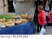 Marktstand , Alcudia, Mallorca, schwamm, schwämme, frau, person, mensch... Стоковое фото, фотограф Zoonar.com/Volker Rauch / easy Fotostock / Фотобанк Лори