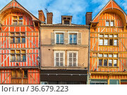 Street with historical half-timbered houses in Troyes, France. Стоковое фото, фотограф Zoonar.com/Boris Breytman / easy Fotostock / Фотобанк Лори