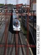 AVE high-speed train, Puertollano, Ciudad Real, Spain. Стоковое фото, фотограф Luis Fidel Ayerves / age Fotostock / Фотобанк Лори