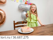 A girl and a cake with five candles for her birthday. Стоковое фото, фотограф Ирина Аринина / Фотобанк Лори