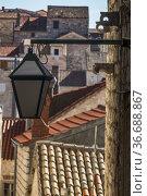 Hvar, Croatia Narrow alleys in the old town and a street lamp. Стоковое фото, фотограф A. Farnsworth / age Fotostock / Фотобанк Лори