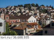 Hvar, Croatia A view of the rooftops in the old town. Стоковое фото, фотограф A. Farnsworth / age Fotostock / Фотобанк Лори